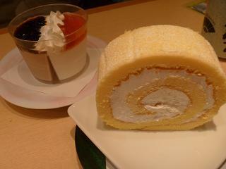 『なごやか亭』米粉のロールケーキ&ミルク寒天デザート.jpg